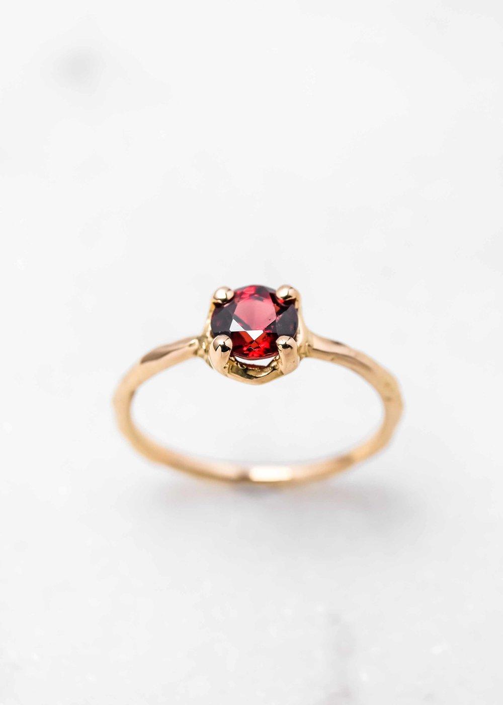 jewelry-wedding-ring-gold-grenat-the-black-alchemy-2.jpg