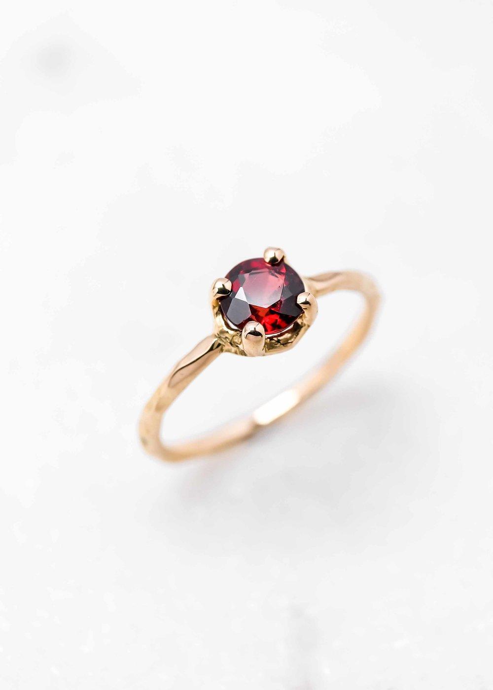 jewelry-wedding-ring-gold-grenat-the-black-alchemy-3.jpg