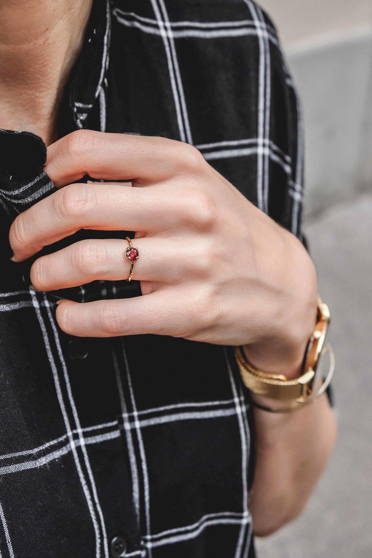jewelry-wedding-ring-gold-grenat-the-black-alchemy-5.jpg