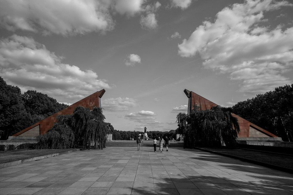 treptower-park-memorial-wide-angle