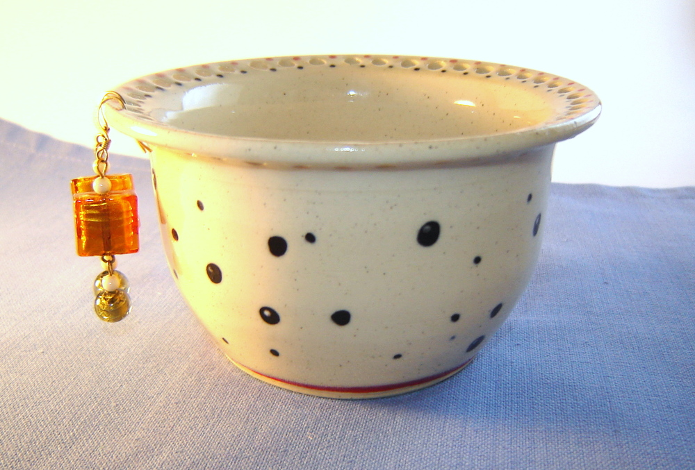 Polka_dot_Earring_bowl_cream_White_pottery.jpg