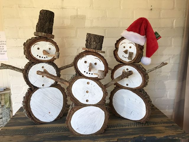 """Come say hi to these guys & take one home this weekend! ⛄️ The @villageofthearts """"A Village Wonderland"""" artwalk is this Friday & Saturday. ⠀ .⠀ Friday, December 7: 6-9pm⠀ Saturday, December 8: 9am-12pm⠀ 1218 12th Ave W., Bradenton, FL 34205⠀ .⠀ .⠀ .⠀ #floridachristmas #handmadechristmas #villageofthearts #artwalk #christmaswonderland #christmasdecor #holidaydecor #floridasnowman #christmasgift #holidaydecor #holidaygift #handmadeholiday #shopsmall #shopsmallbusiness #shopsmallsrq #shopsmallbradenton #shoplocal #foresttofinish #forest2finish #f2f #f2fdesigns #foresttofinishdesigns"""