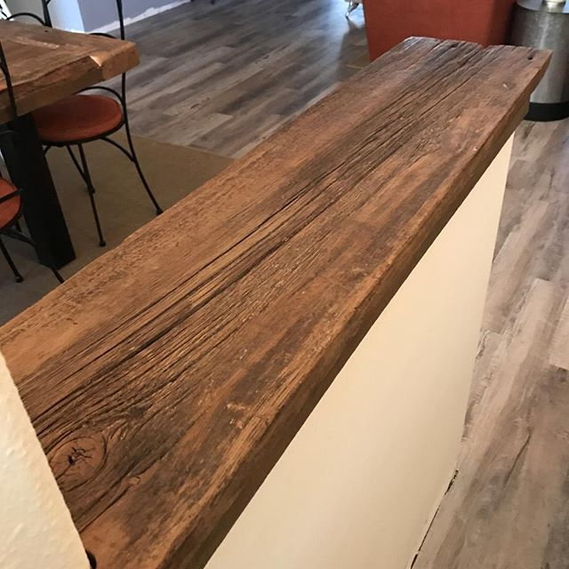 For this customer, we added a unique top to an entry knee wall to help tie it into the rest of their home style! ⠀ .⠀ If you look closely, you'll see their custom dining table in the background too! 👀⠀ .⠀ .⠀ .⠀ #villageofthearts #woodwork #handmade #customtable #handcrafted #furniture #oneofakind #interiordesign #homedesign #Customfurniture #rusticfurniture #statementpiece #srq #bradenton #lakewoodranch #sarasota #customhome #reclaimedwood #farmhouseinspired #farmhousestyle #shopsmall #shopsmallbusiness #shopsmallsrq #shopsmallbradenton #shoplocal #foresttofinish #forest2finish #f2f #f2fdesigns #foresttofinishdesigns