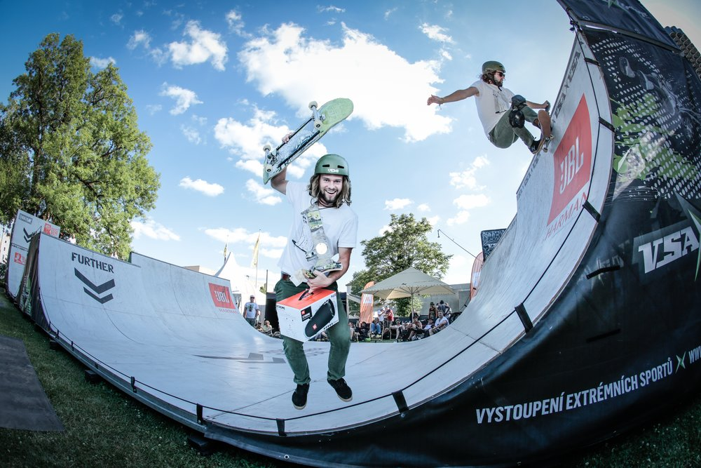 Bayerischer Skateboard Meister Mini Ramp Halfpipe Tom Cat München Skateboard Kurs.jpg