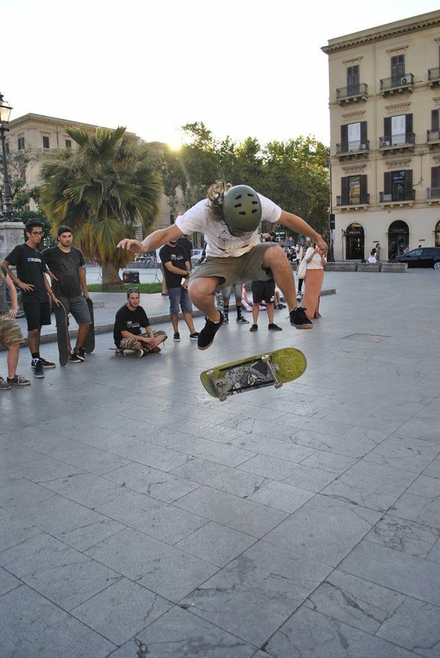 Stuntman Italy Skateboarder Italien Palermo.JPG
