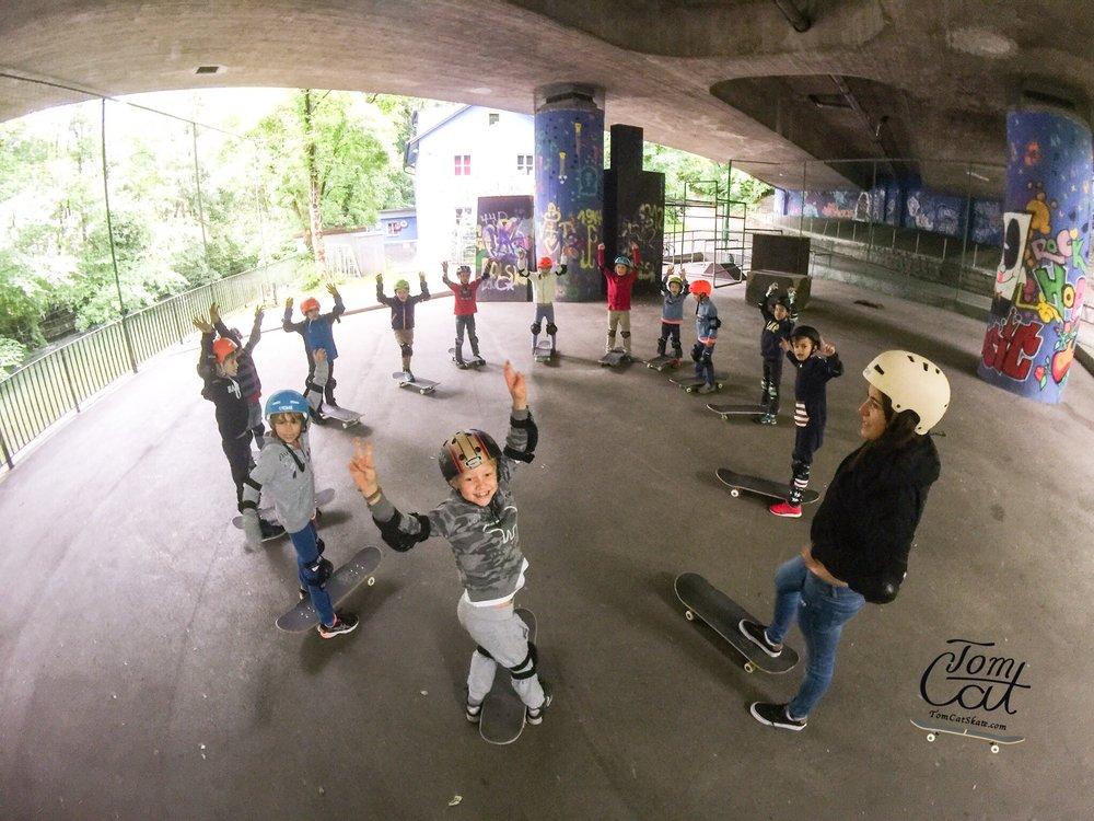 Skateboardkurs München Skatekurs München Longboardkurs für Anfänger und Fortgeschrittene Skateprofi Tom Cat Skateboard kaufen München Holzkirchen.JPG