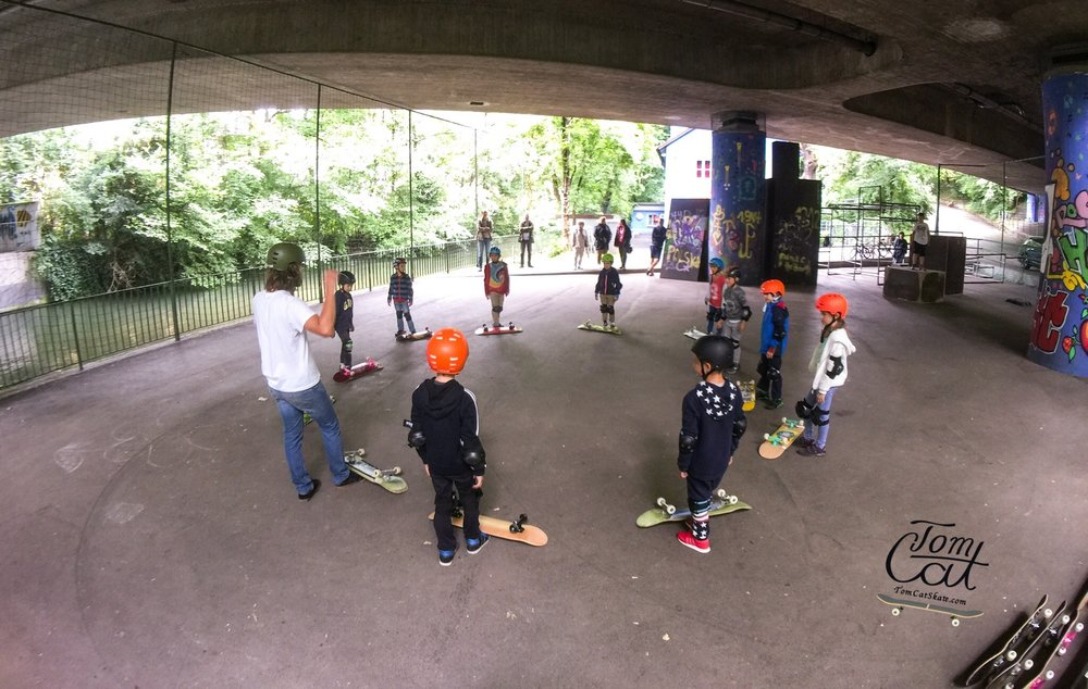 Skateboardkurs München Skatekurs München Longboardkurs für Anfänger und Fortgeschrittene Skateprofi Tom Cat Skateboard kaufen Geretsried.JPG
