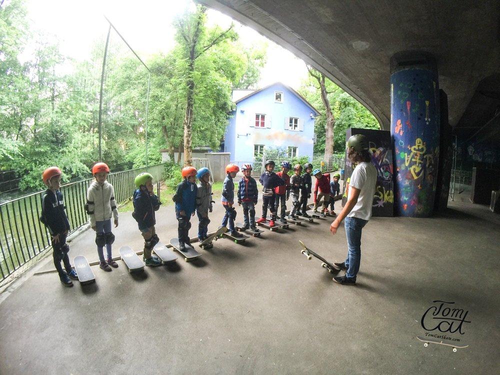 Skateboardkurs München Skatekurs München Longboardkurs für Anfänger und Fortgeschrittene Skateprofi Tom Cat Skateboard kaufen München Bad Tölz.JPG