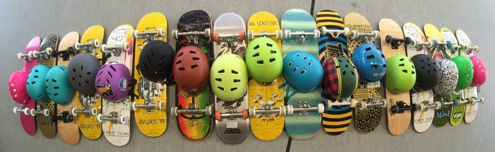 Equipment - Profi Skateboards, Schoner und Helme werden von uns kostenlos verliehen. Neue Profi Skateboards und weiteres Equipment könnt ihr auch bei uns kaufen.