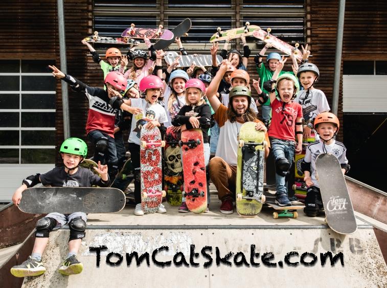 Gruppenbild Webversion 1 Skateboardkurs Freising Tollhaus.jpg