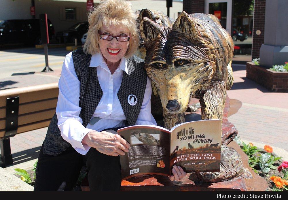 Joanna Dymond wolf photo.jpg