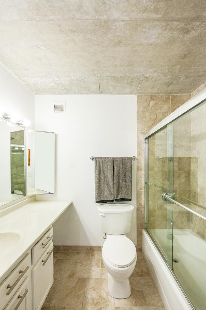 Bathroom_MG_5137.jpg