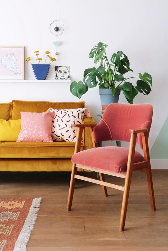 roze-fluwelen-stoel-570x851.jpg