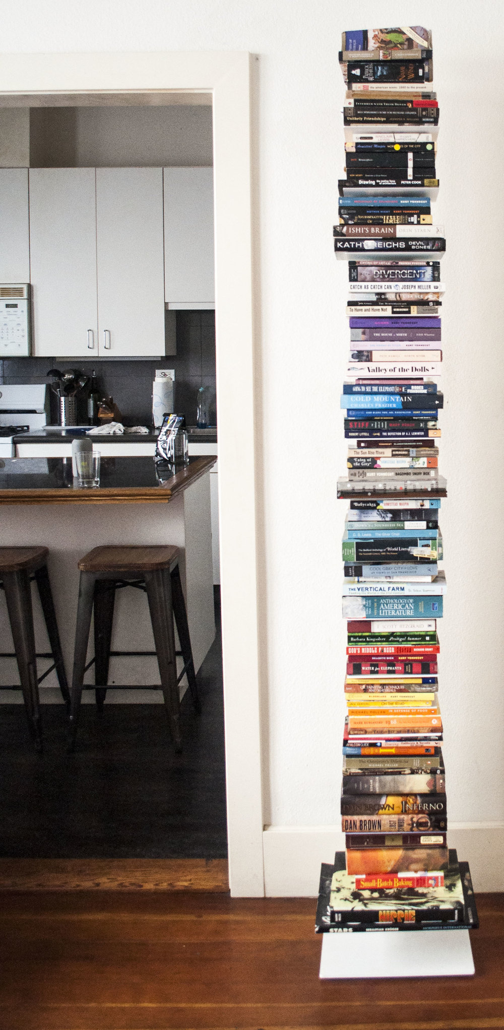 Sapien bookshelf white