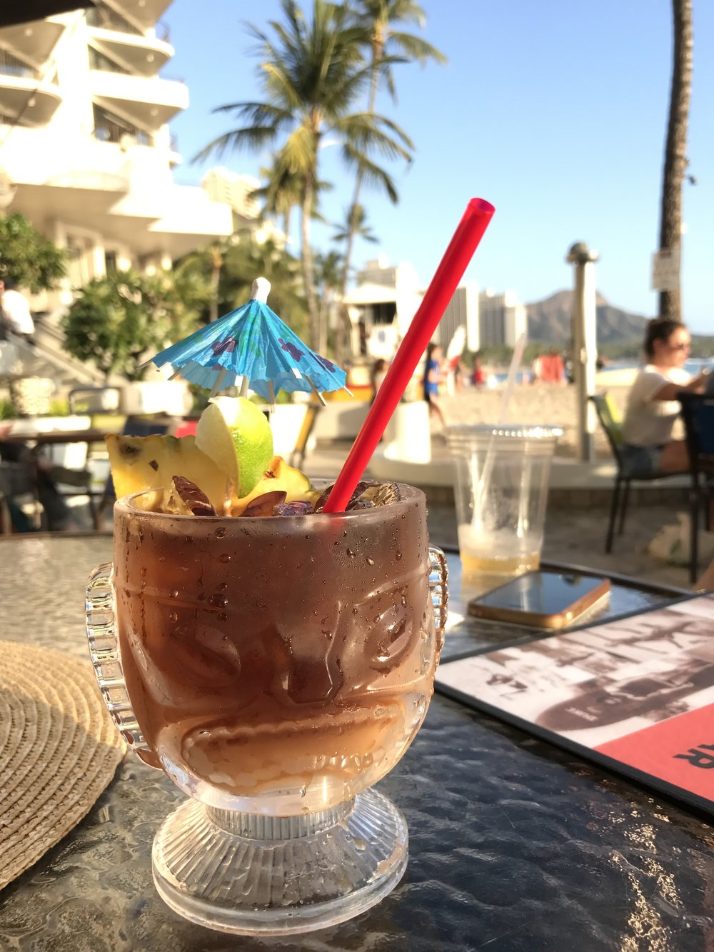 mai tai on the beach at waikiki