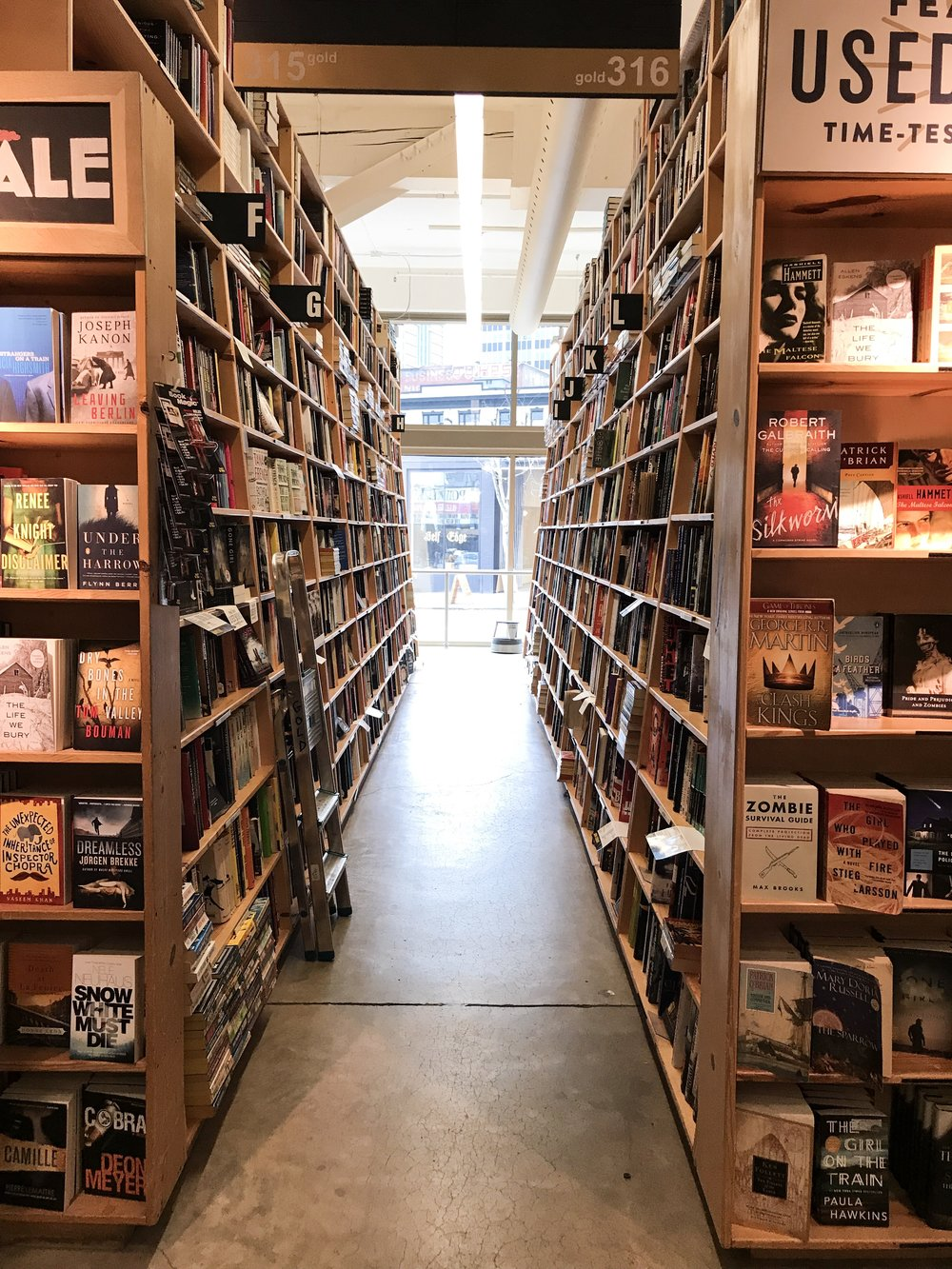 powells books portland oregon bucket list