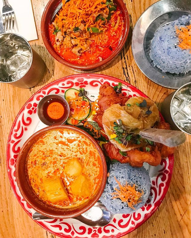 Trip planning + a new favorite Thai place to keep the #sundayscaries away. 🏝#farmhousekitchen #sanfrancisco #eatsf #bluerice #friedchickensunday #gglocalgems #thaifoodstagram