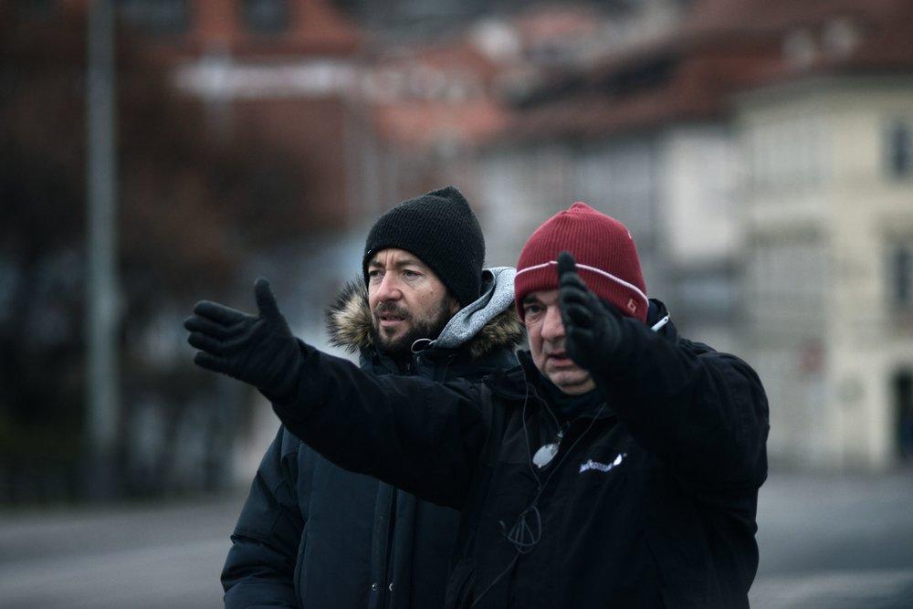 Zľava doprava: hlavný kameraman Tomáš Sysel a Ondřej Trojan, režisér a jeden z producentov filmu (produkčná spoločnosť Total HelpArt, T.H.A.)