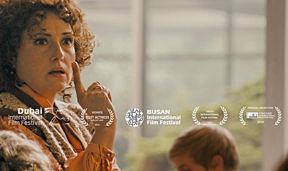Učiteľka (2016) - Projekcia filmu Jana Hřebejka Učiteľka (2016) sa uskutoční vo štvrtok 6. augusta 2017 od 21:00 hod. aj za prítomnosti hlavnej protagonistky filmu Zuzany MAURÉRY.
