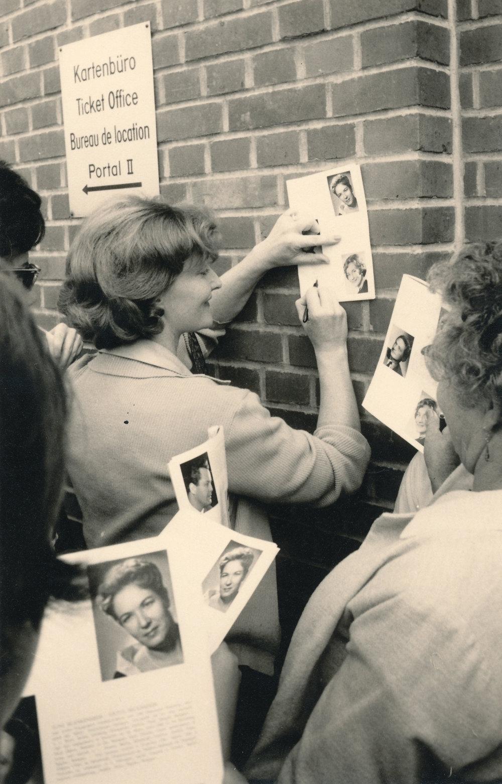 Angela Scoular,Alexandra Roach Erotic fotos Tracey Ullman (born 1959 (naturalized American citizen),Ina Claire