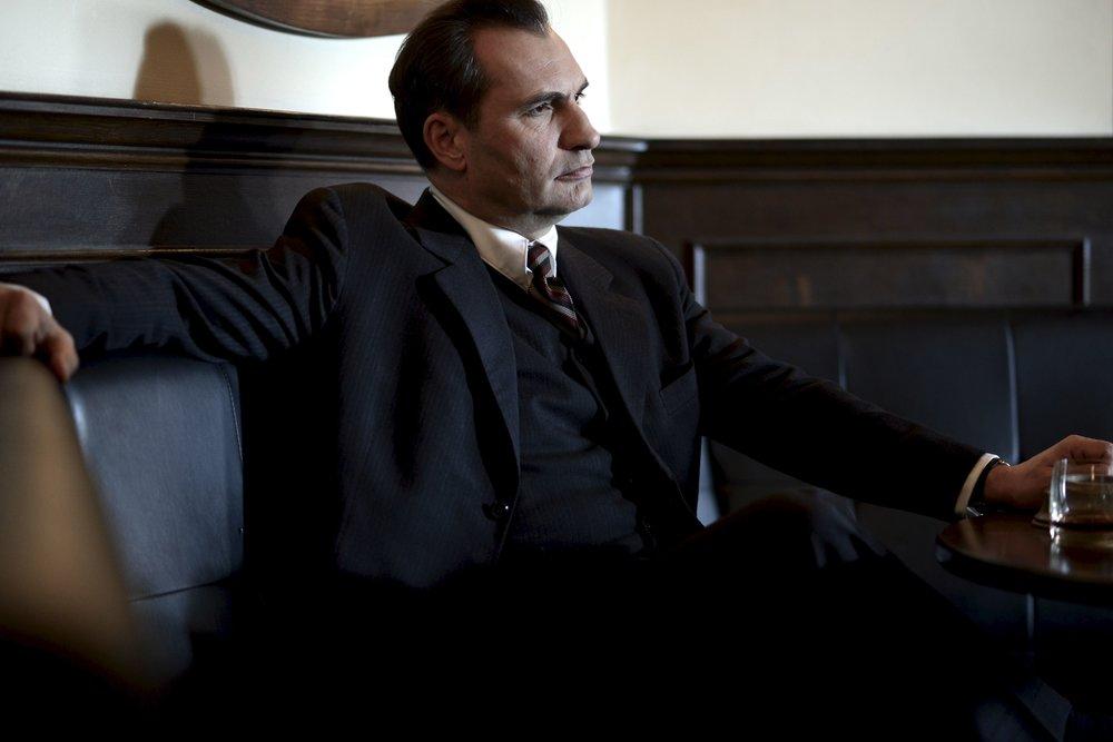 V úlohe bezškrupulózneho manipulátora sa predstaví Jiří Macháček.