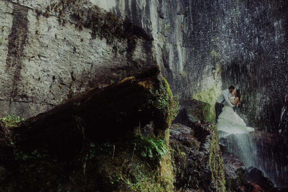 Sesion_trash_the_dress_en_las_cascadas-34.jpg