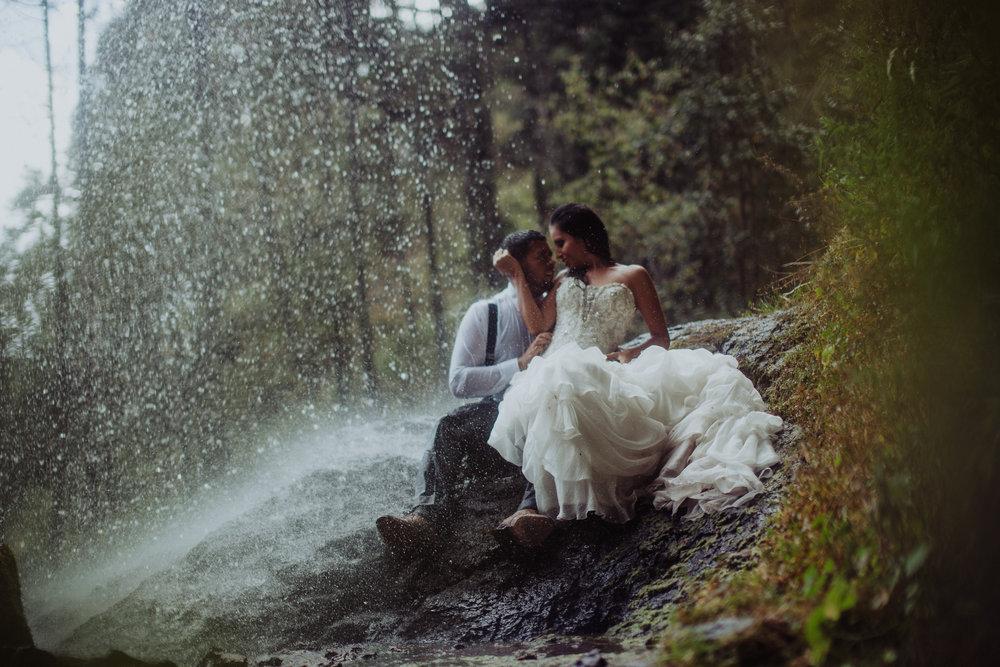 Sesion_trash_the_dress_en_las_cascadas-43.jpg