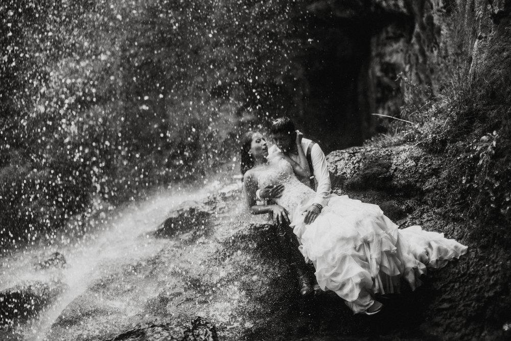 Sesion_trash_the_dress_en_las_cascadas-46.jpg