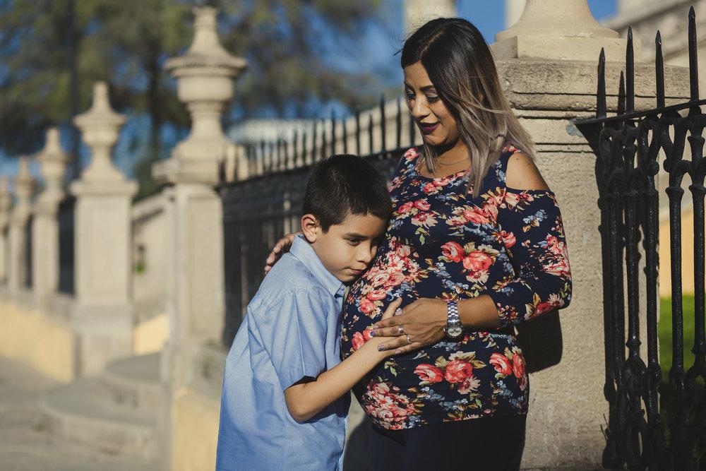 Sesion Prenatal en Parque Primera Fundidora en la Ferreria Durango_1.jpg