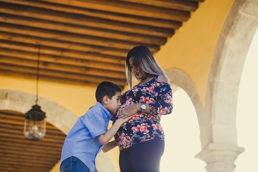 Sesion Prenatal en Parque Primera Fundidora en la Ferreria Durango_15.jpg