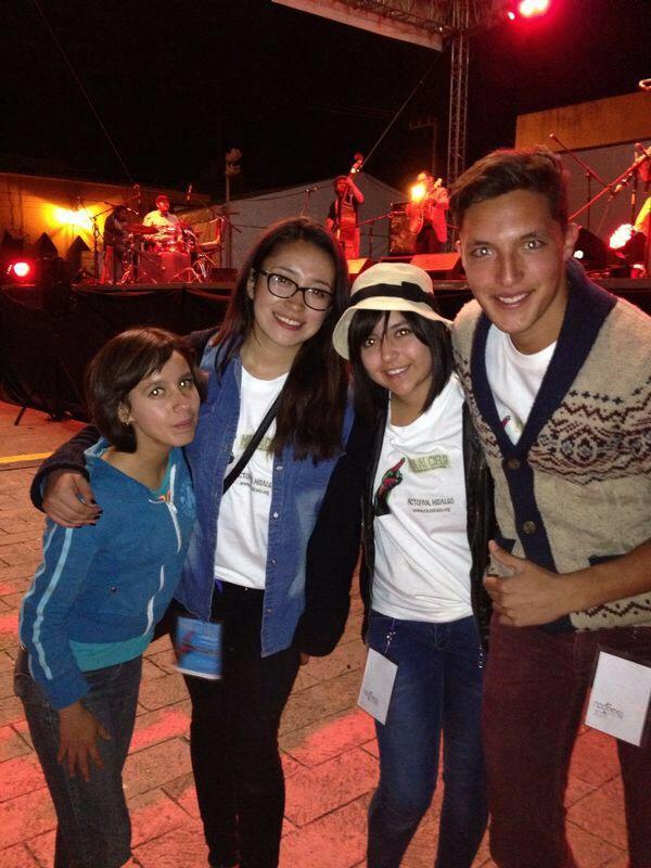 Voluntarios en el Festival Mira al Cielo.JPG