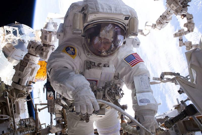 Astronauta Peggy Whitson de NASA en la caminata espacial de la Misión 50 de la ISS. Foto:NASA/Reuters (handout)