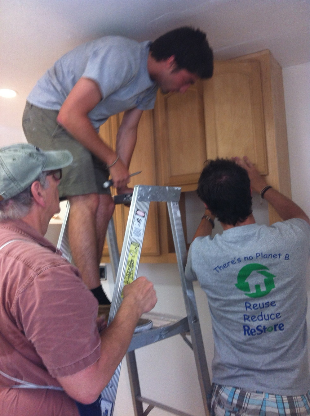 Thanks to our partner Habitat for Humanity our kitchen will be finished on Thursday !!!