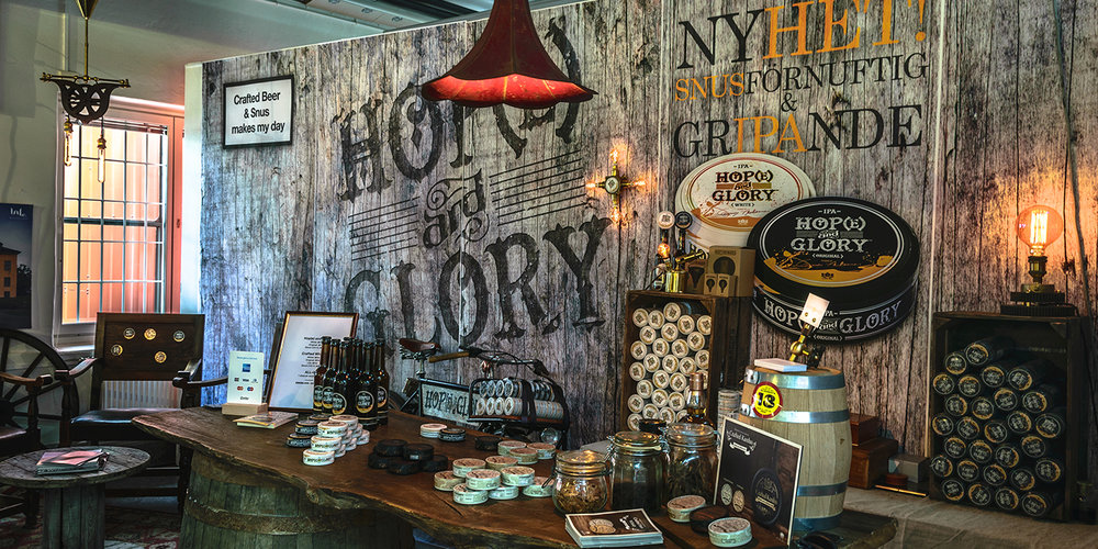 The Craft Snus stand at the Stockholm Beer & Whisky Festival 2016, featuring lamps by Rusty Remakes.