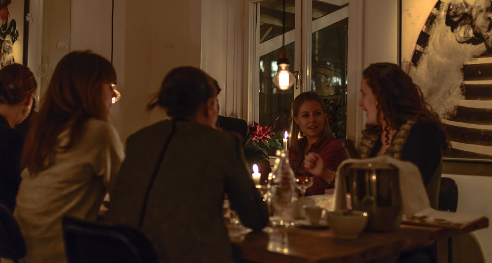 Curious dinner guests of Växthuset, enjoying the 100% vegan menu.