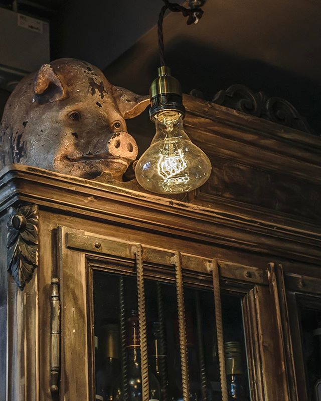 This little piggy went to market...and bought some darn good lookin' pendant lamps. And then he had some Akvavit! 🐽✨💃