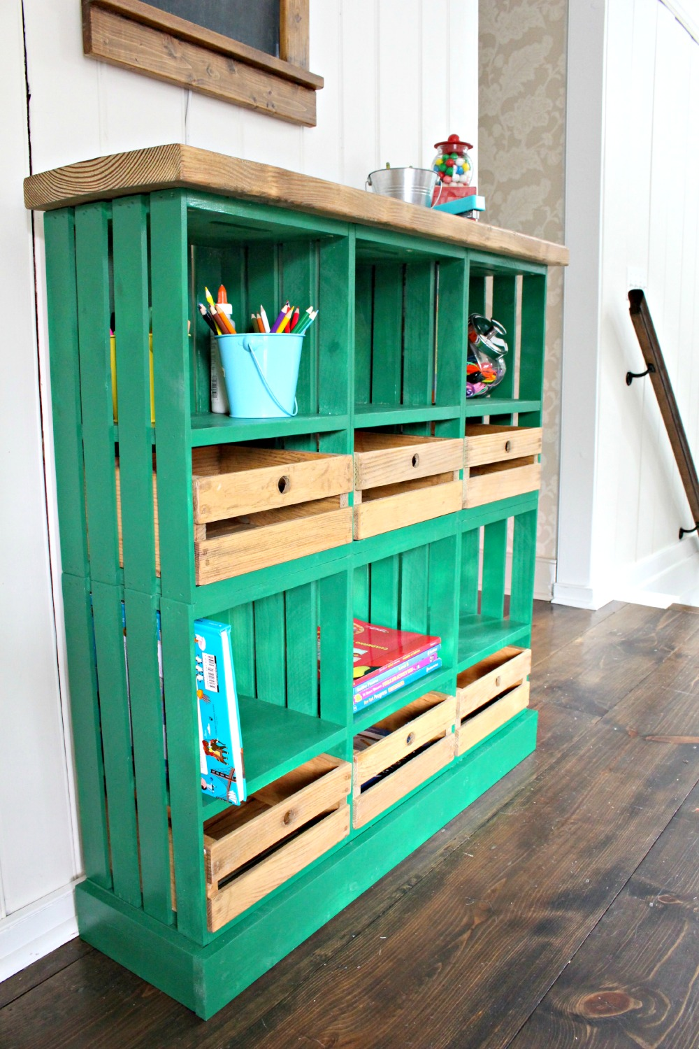 News crates and pallet for Shelves made out of crates