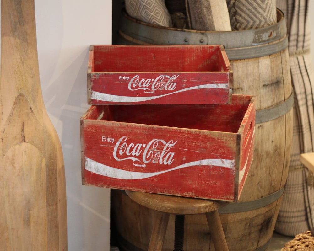 dating coca cola crates Ever wonder what that vintage coca-cola tray you own is worth here are selling prices for just a few of the items offered at a convention auction in 2007.