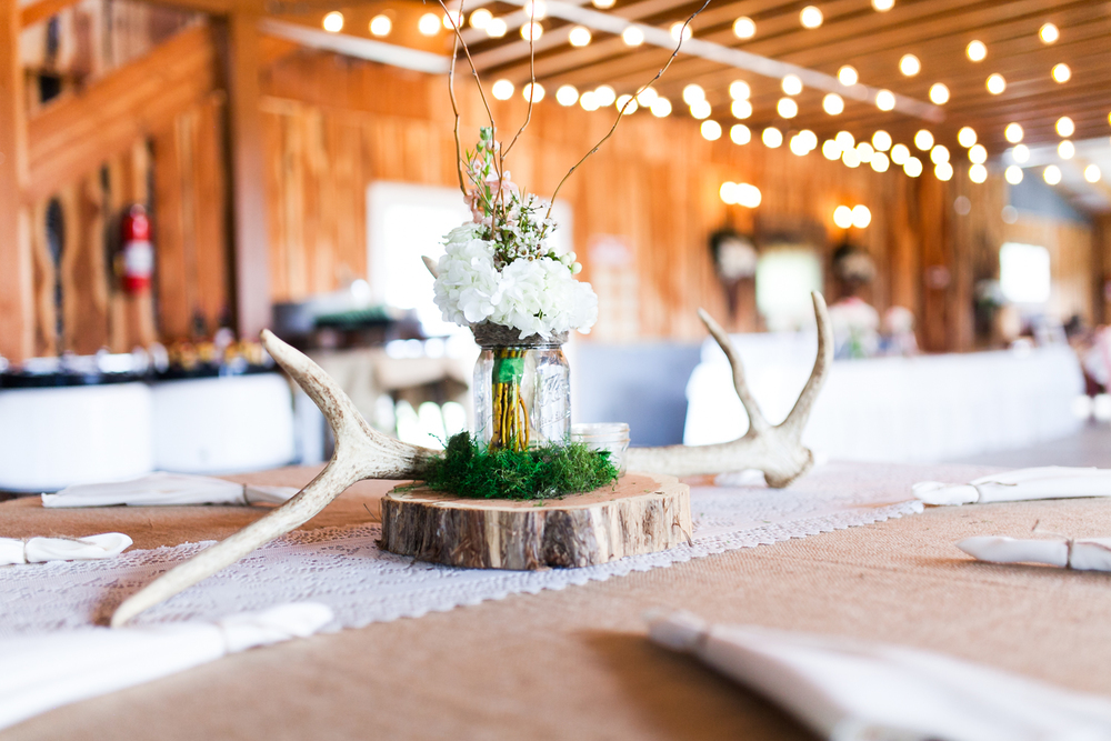 oklahoma wedding photographer pasture at willows ranch broken bow reception details antlers and floral centerpieces