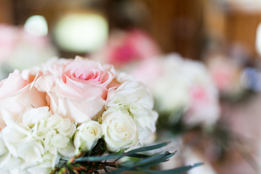 oklahoma wedding photographer pasture at willows ranch broken bow pink and cream roses