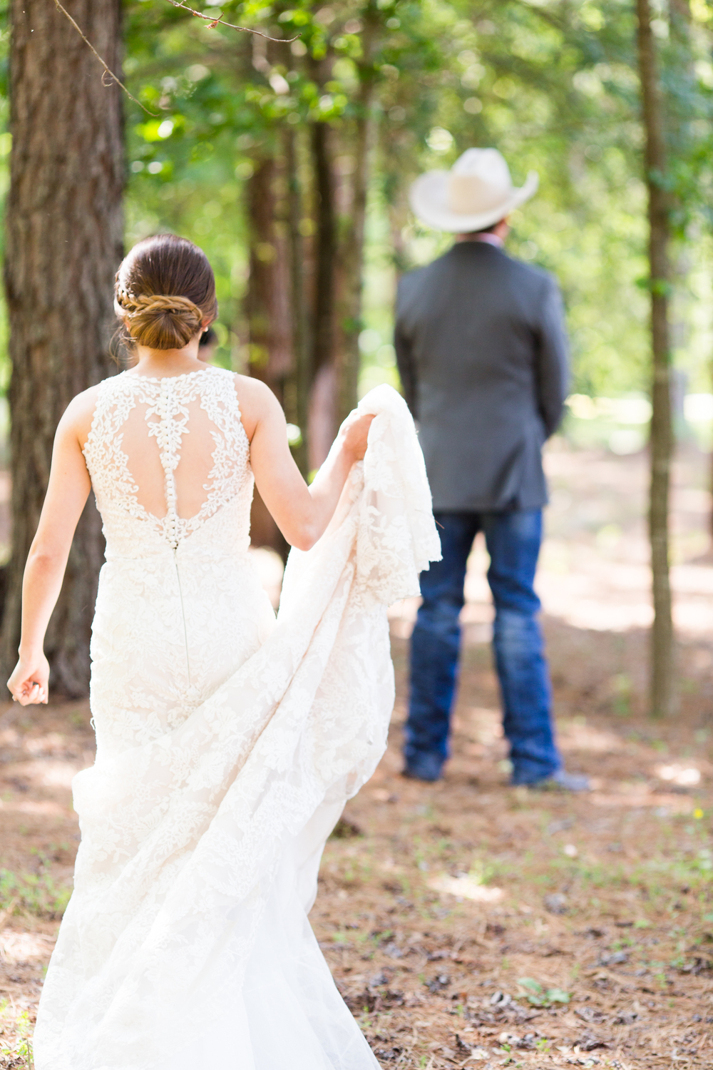oklahoma wedding photographer pasture at willows ranch broken bow first look