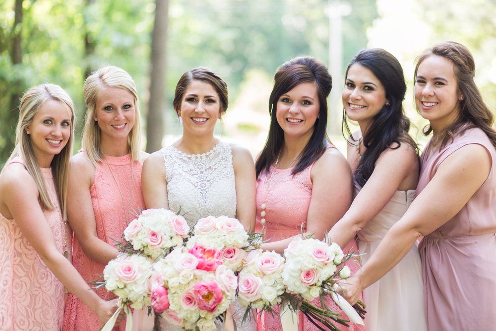 oklahoma wedding photographer pasture at willows ranch broken bow bridesmaids pink peach peonies