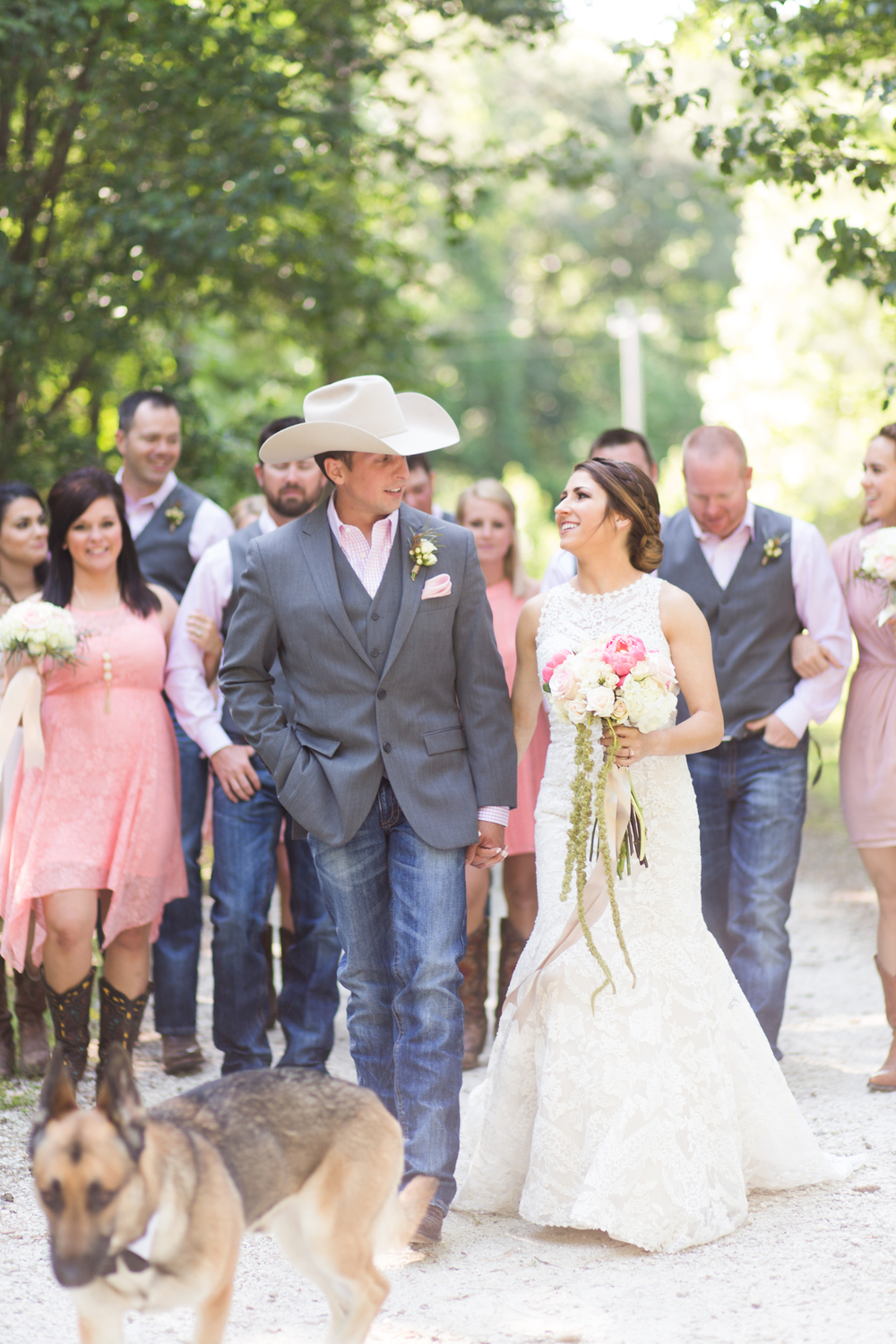 oklahoma wedding photographer pasture at willows ranch broken bow bride and groom and wedding party laughing