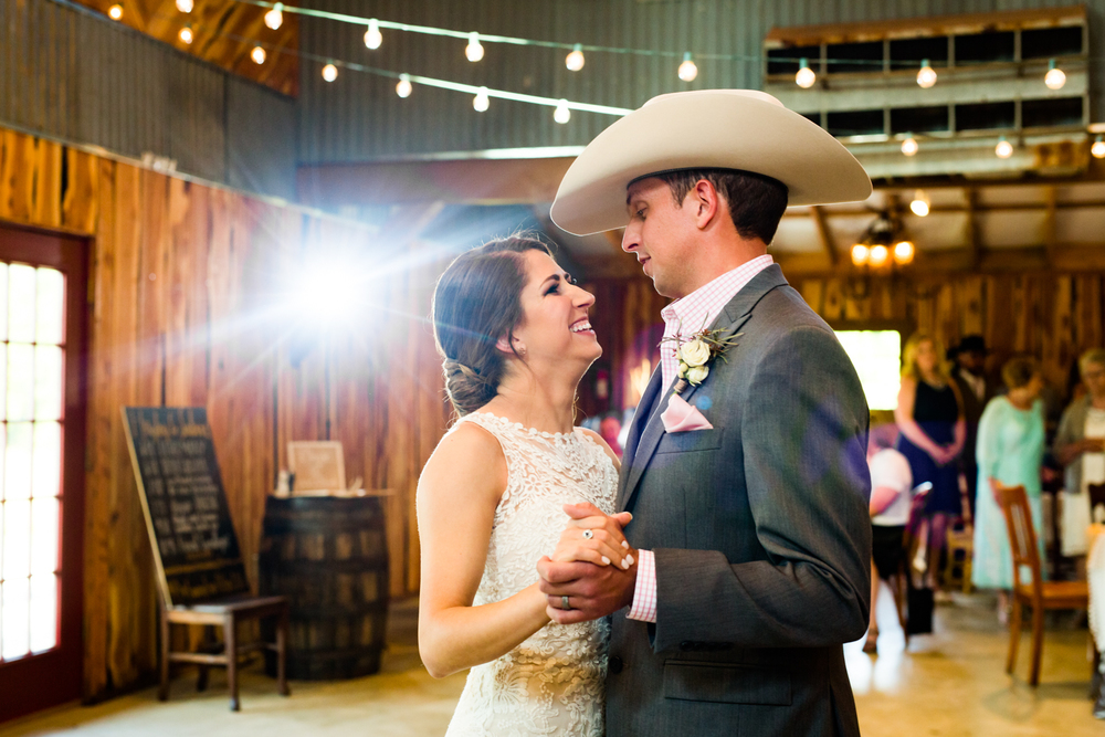 oklahoma wedding photographer pasture at willows ranch broken bow first dance