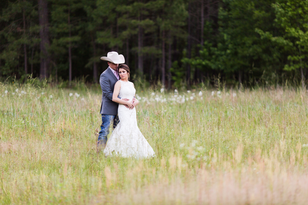 oklahoma wedding photographer pasture at willows ranch broken bow sunset wildflowers field portraits