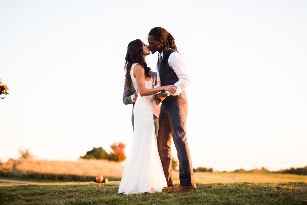 norman backyard wedding okc wedding photographer oklahoma kiss