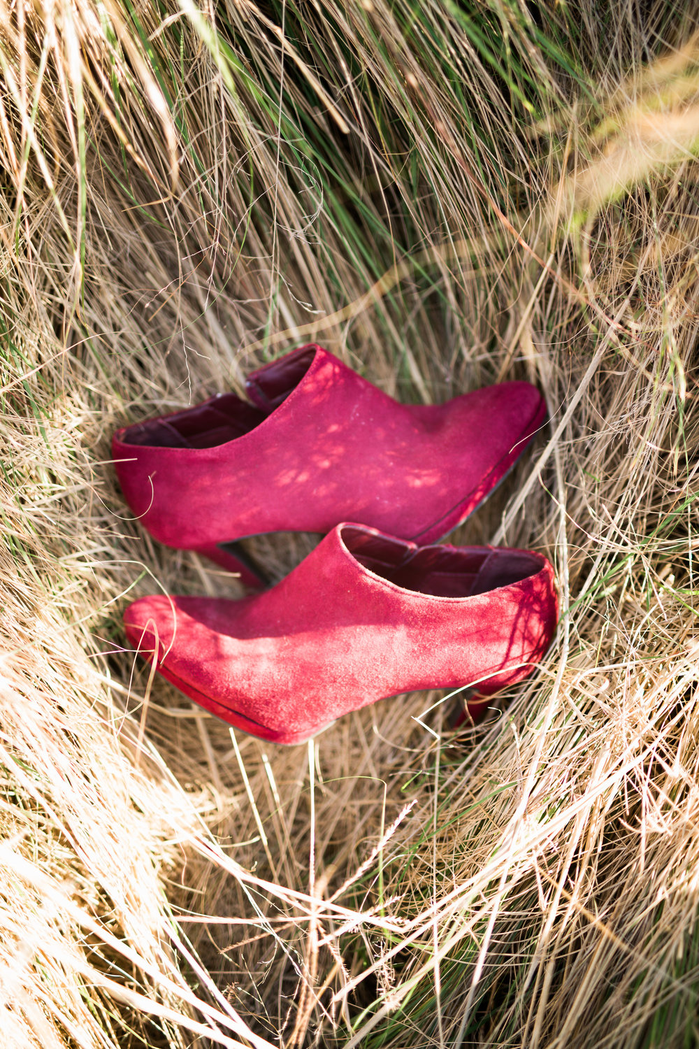 norman backyard wedding okc wedding photographer oklahoma red booties