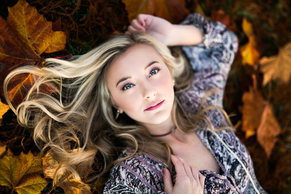 oklahoma senior photographer norman washington high school leaves fall foliage