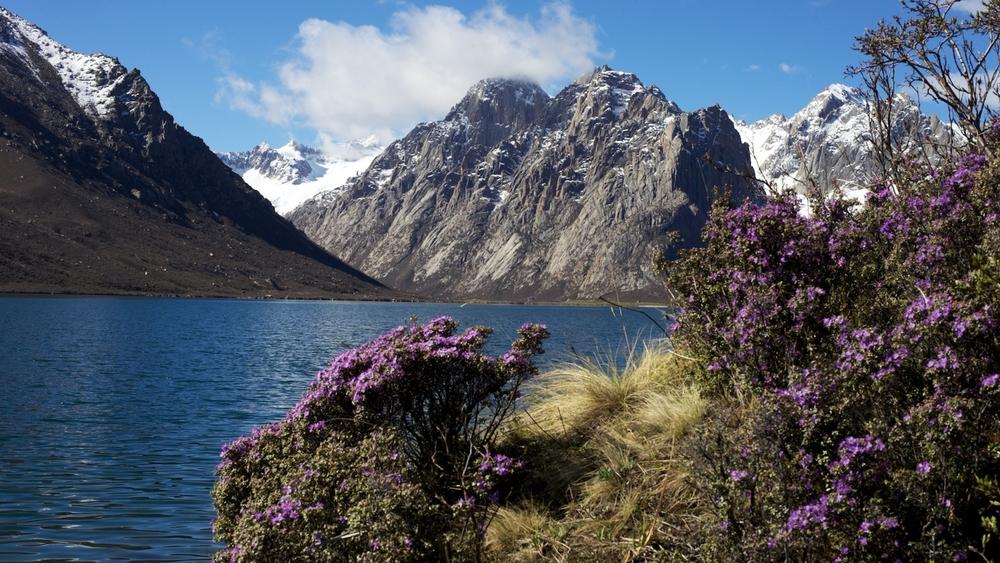 Golok: Mount Nyenpo Yurtse & Glacial Lake