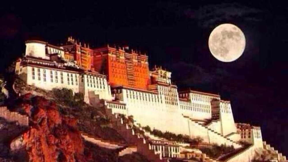 Potala and moon_pe.jpg
